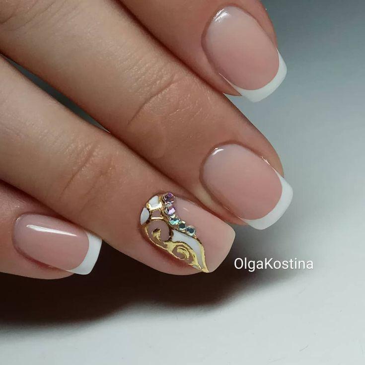 Французский маникюр безымянный палец белый