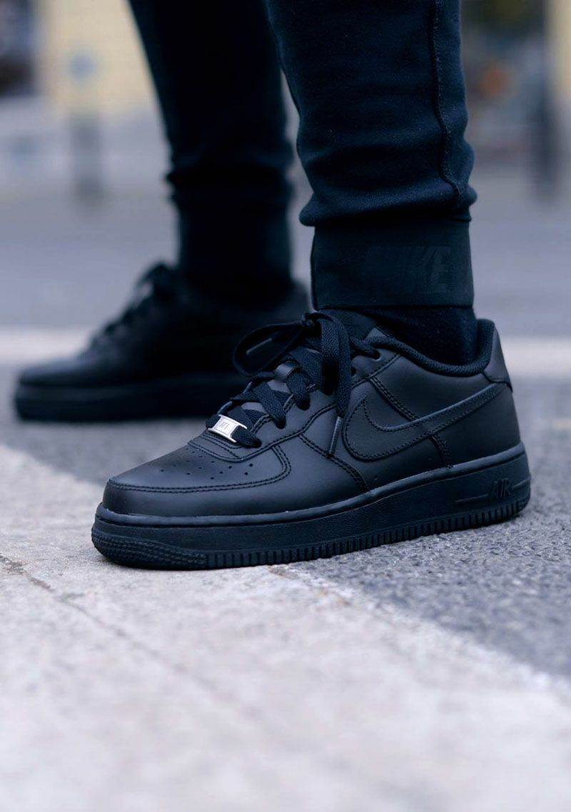 new product 543b8 3ac60 All Black NIKE Air Force 1