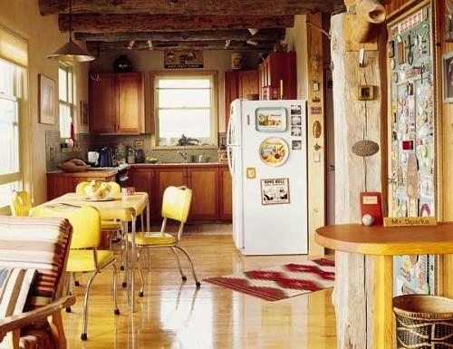 Comedor cocina my bien distribuido, en amarillo y madera ...