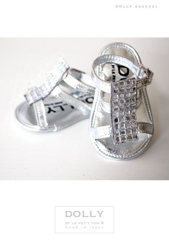 DOLLY by Le Petit Tom ® BABY SANDAL SILVER Leather + Silver Stones ornament and leather lining. Just like little Doll shoes. Very couture and chique. Exclusieve Italiaanse zilveren, ragfijne baby sandaaltjes van leer en leer gevoerd. Handmade in Italy