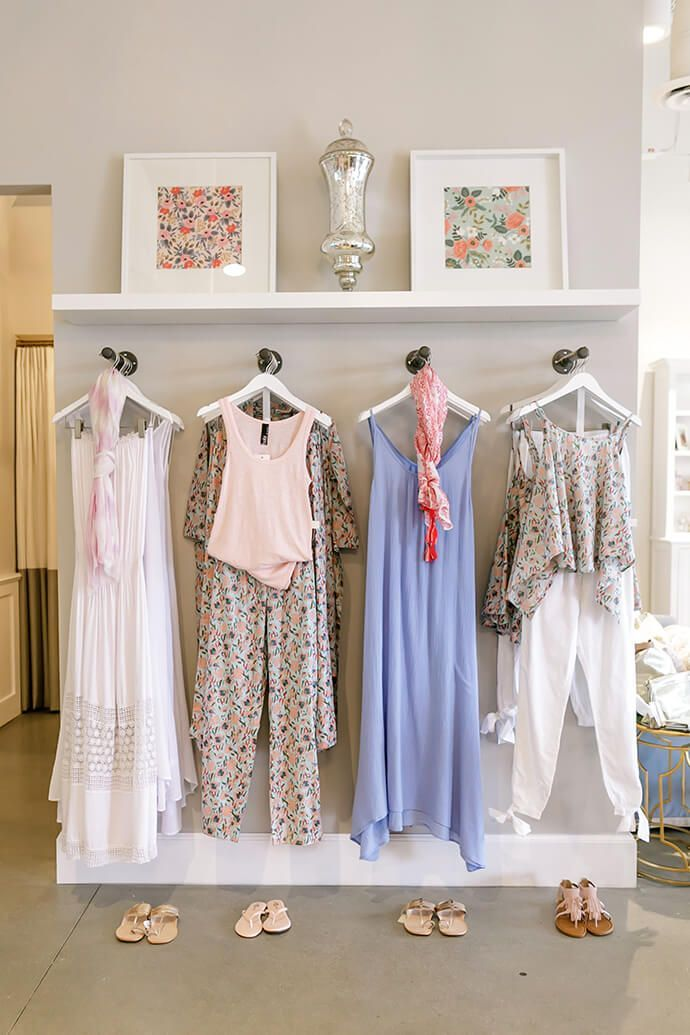 Touring The Picture Perfect Plum Pretty Sugar Retail Space Clothing Boutique Interior Clothing Displays Boutique Interior