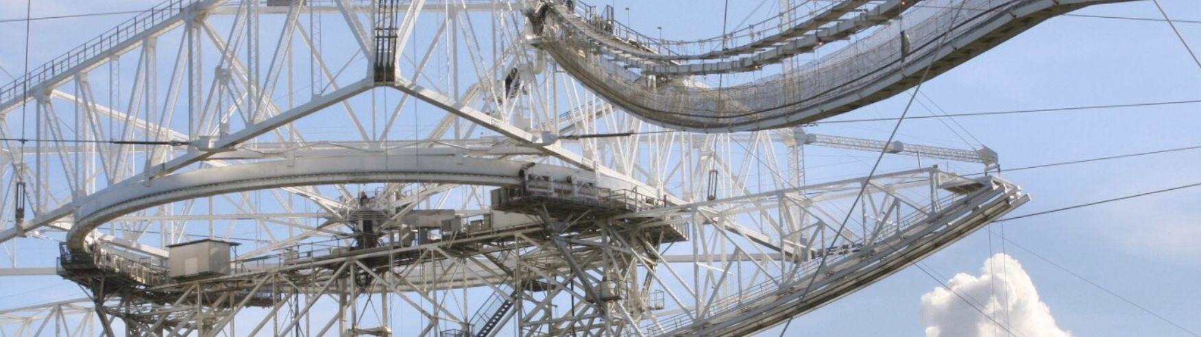 Vi el observatorio de arecibo, el radiotelescopio más grande del mundo. Era tan hermoso y maravilloso. Ejemplo perfecto de arquitectura moderna.