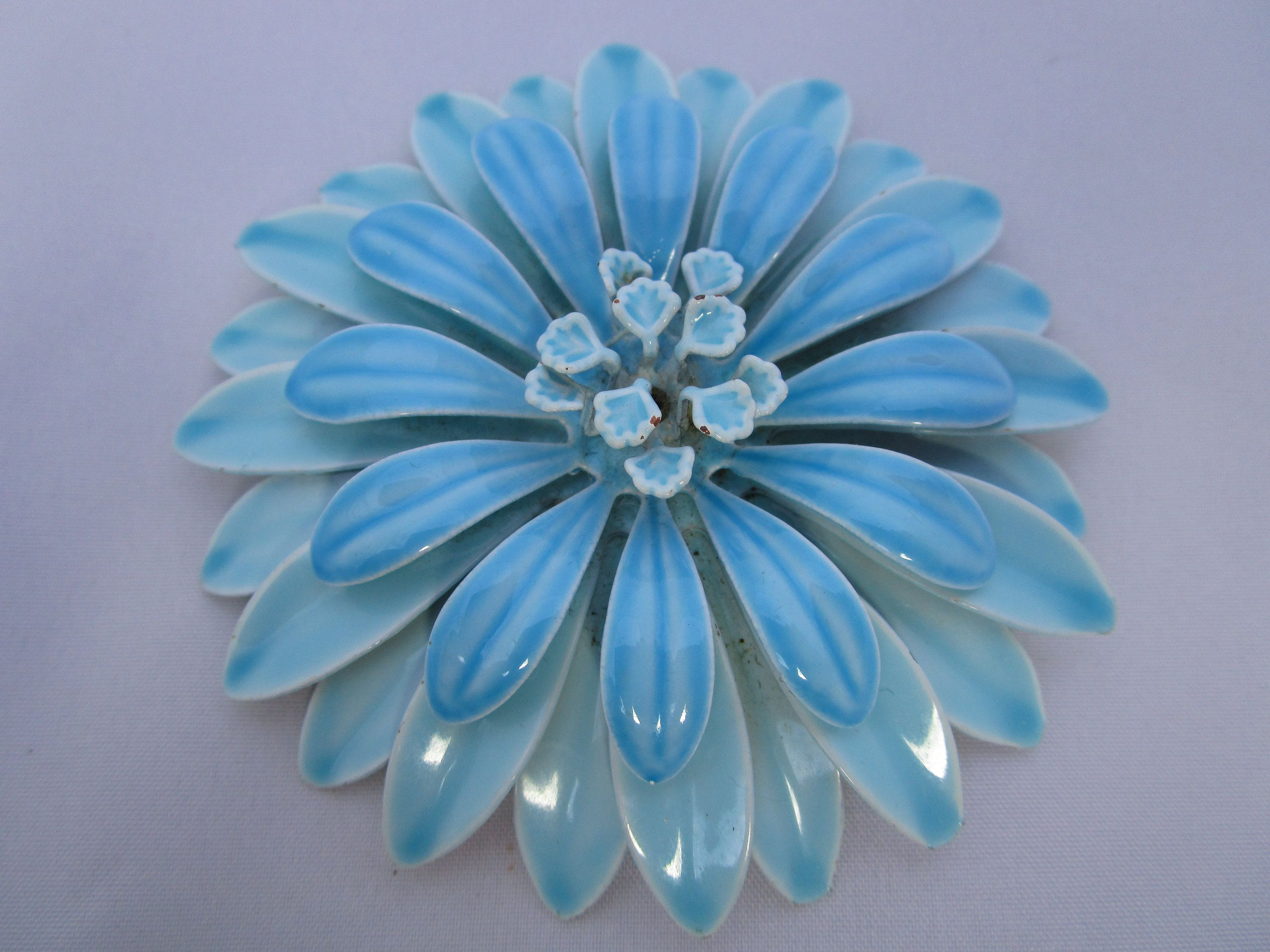 Retro Accessory Quality Vintage Blue Flower Pin Early 1970/'s Mod Flower Brooch Pin Hand-painted Metal Pin Pin Sarong Pin. Brooch