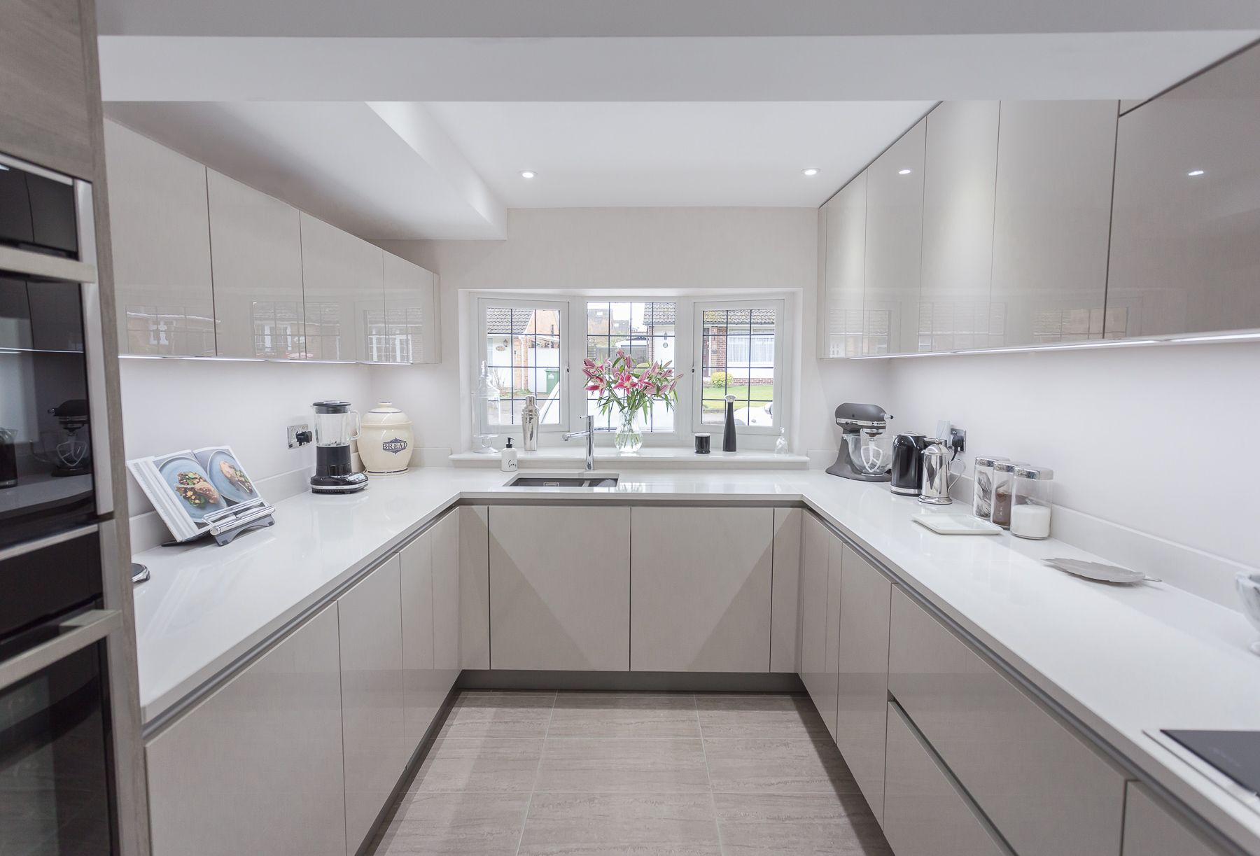 Our Nolte Handleless Lux Kitchen With Artwood Doors To Add Contrast Sleek And Sophisticated This Kitchen Has A Modern Yet Timeless Feel Nolte Kuche Kuche