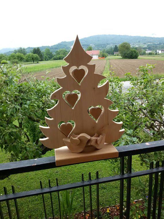 handgemachte weihnachtsbaum mit dekoration herzen aus weihnachten holz holzarbeiten zu