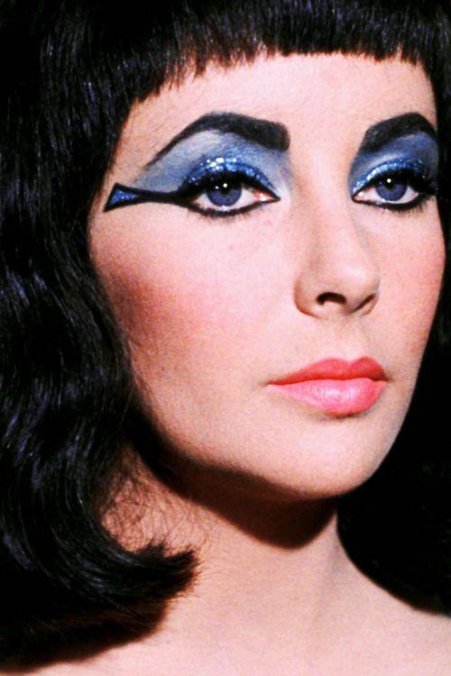 Belle Proposition Vintagegal Elizabeth Taylor In Cleopatra 1963 Elizabeth Taylor Cleopatra Egyptian Makeup Cleopatra Makeup