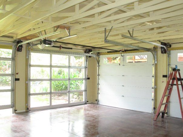 The Architect In San Diego Ca Called For A Set Of Regular Garage Doors With A Set Glass And Aluminum Garage Do Aluminium Garage Doors Home Glass And Aluminium