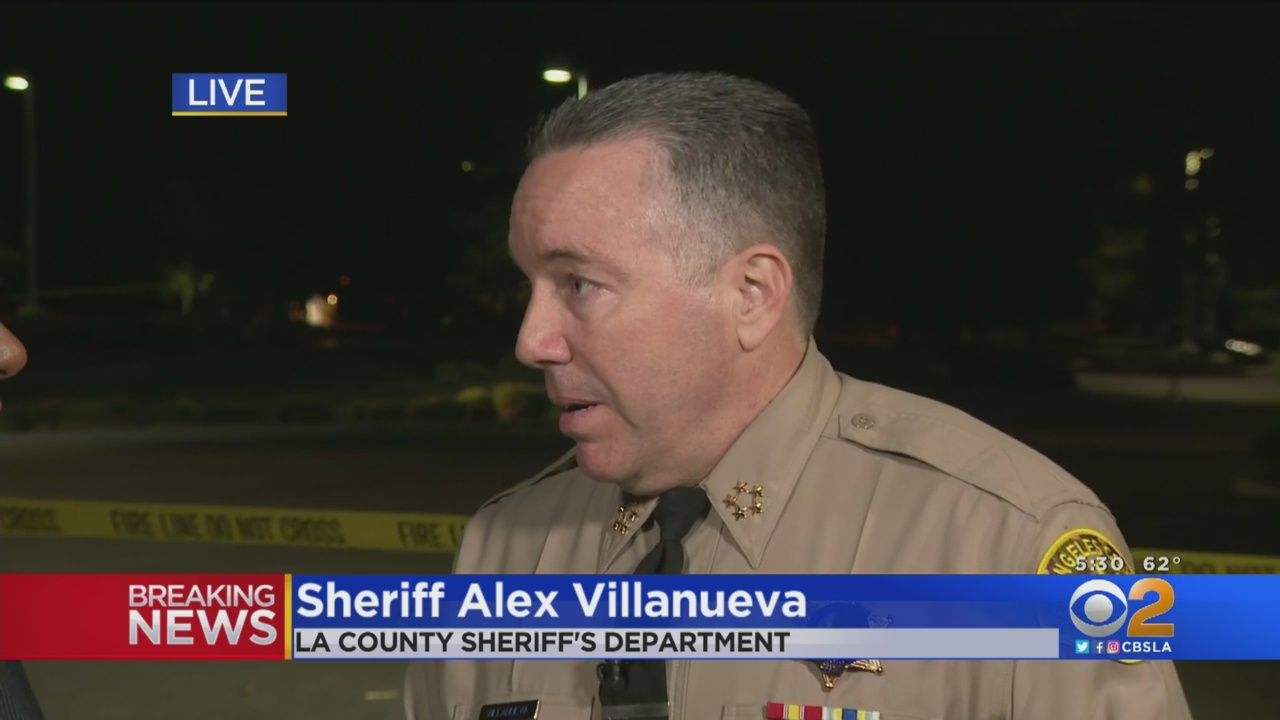Los Angeles Sheriff Alex Villanueva Confirmed Thursday That One Of The Victims Who Died In A Shooting At Saugus School Shootings High School Saugus High School