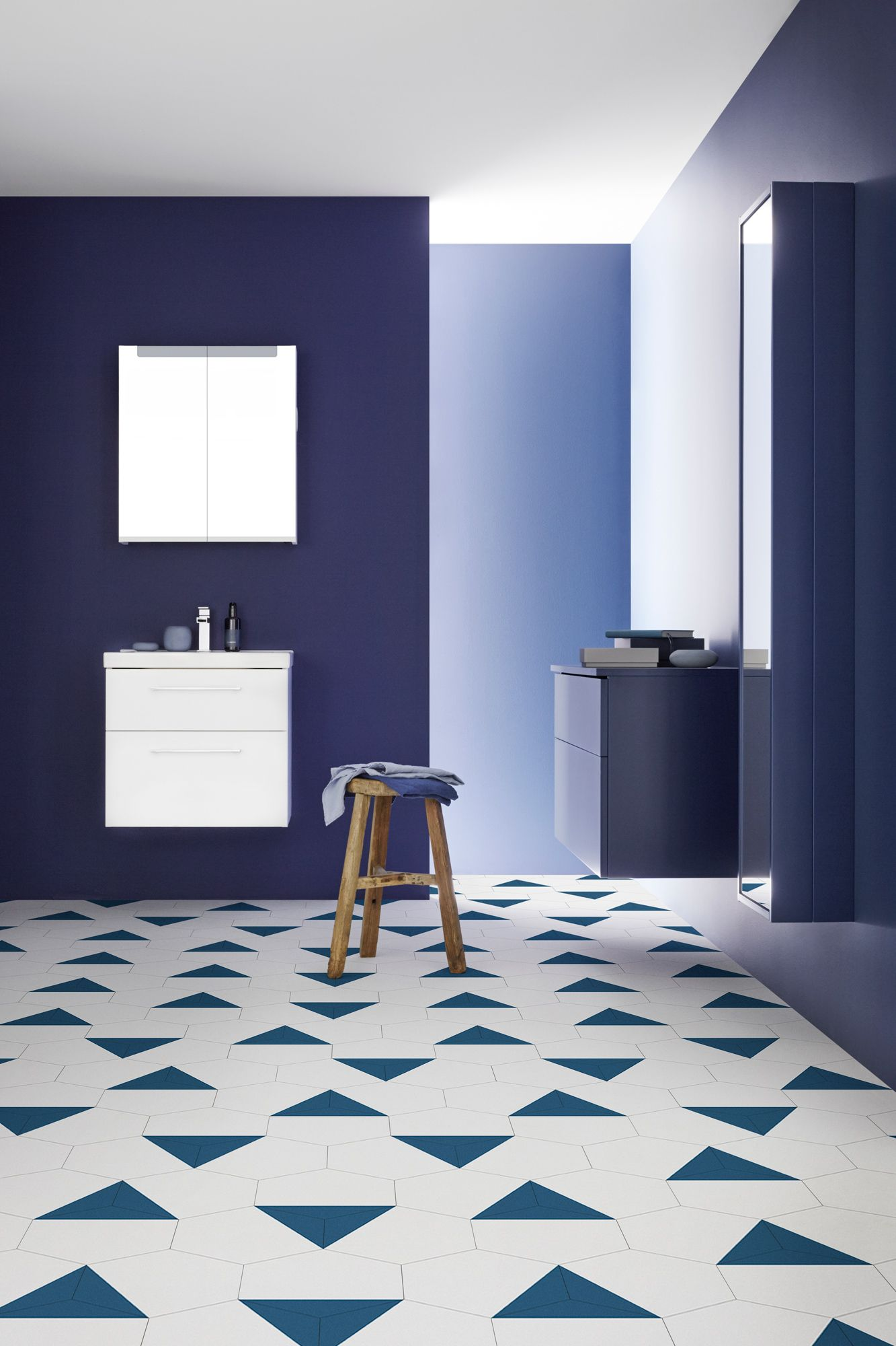 salle de bains bleu marine inredning pinterest aspen badrum och inredning. Black Bedroom Furniture Sets. Home Design Ideas