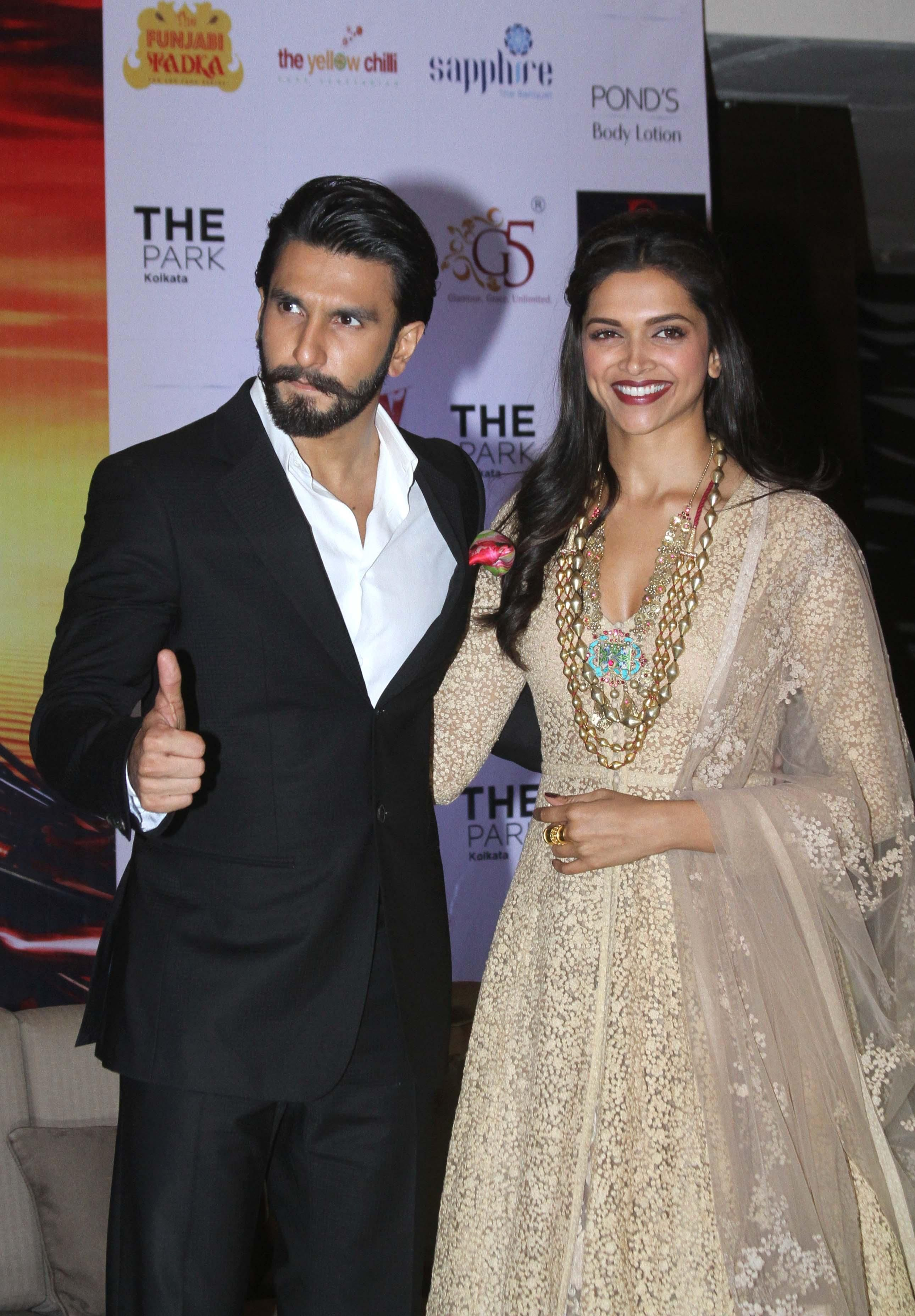 Ranveer Singh And Deepika Padukone Bollywood Celebrities Indian Celebrities Bollywood Actress