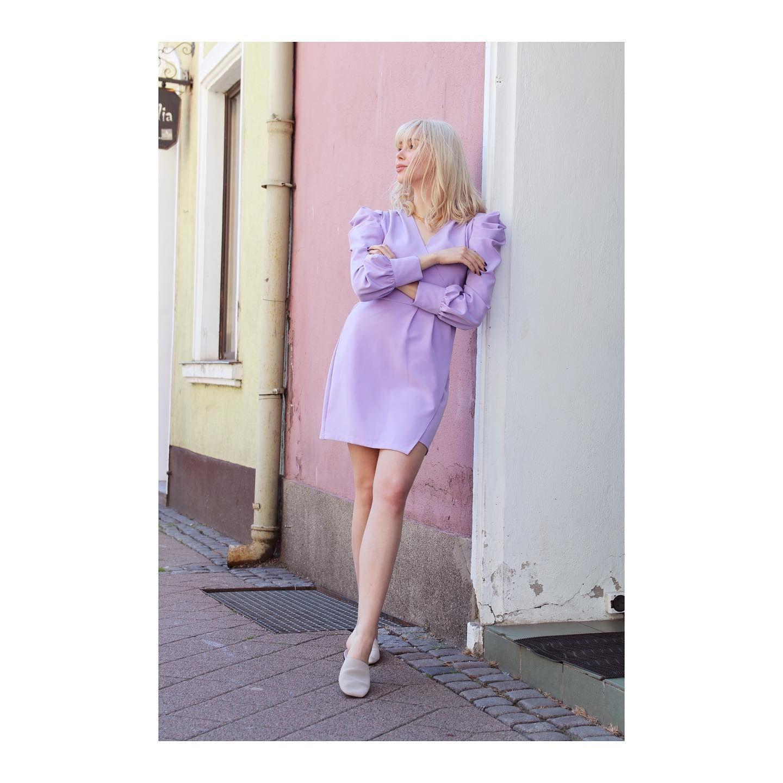 Sukienka Rose W Przepieknym Kolorze Liliowym Dlugosc Mini Podkreslona Talia Drapowane Ramiona Oraz Dek Dresses With Sleeves Long Sleeve Dress Fashion
