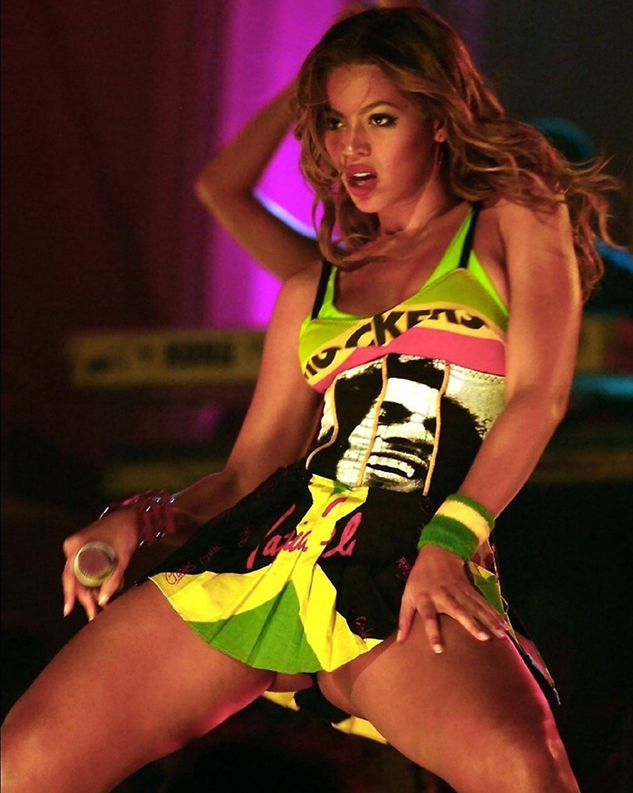 Music stars images | Beyonce Knowles showing her fantastic legs ...