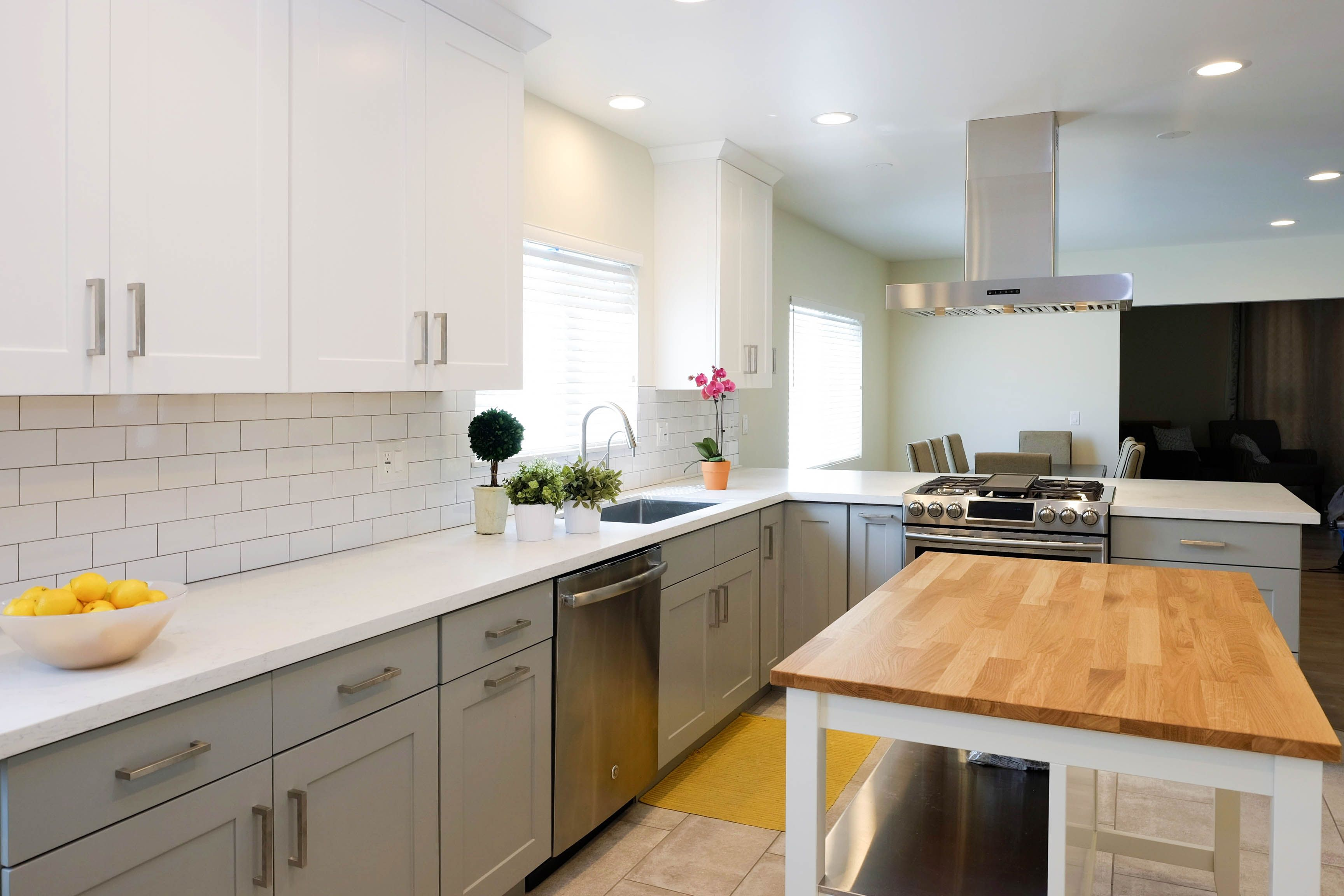 White And Grey Shaker Cabinets In A New Kitchen In Alhambra Ca Shaker Cabinets Kitchen Remodel Kitchen Cabinet Manufacturers Kitchen Rta Kitchen Cabinets
