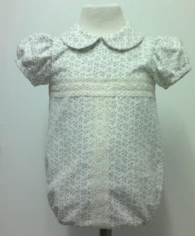 b007c0bc1 Pelele para bebe niño en micropana beige con estempado en forma de hoja  azul azafata combinado con tirabordada beige