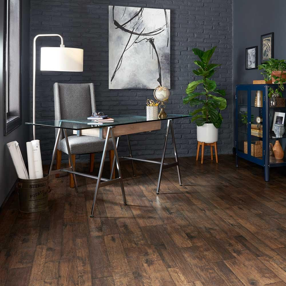 Pergo Outlast Somerton Auburn Hickory 10mm Thick X 7 1 2 In Wide X 47 1 4 In Length Laminate Flooring 5 In 2020 Pergo Outlast Pergo Flooring Wood Laminate Flooring