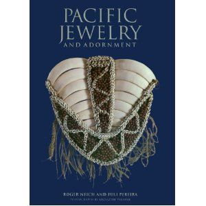 Pacific Jewelry and Adornment - Roger Neich, Fuli Pereira, et Krzysztof Pfeiffer- University of Hawaii Press , 2004  -192pp-    ---- AI