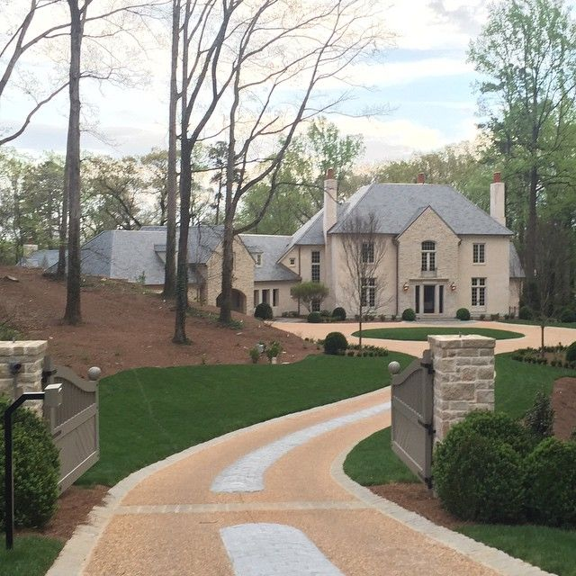 Atlanta S Premiere Landscape Architect: Instagram (@limestoneboxwoods)