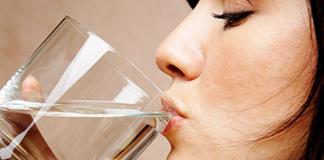 Водная терапия: зачем пить воду сразу после пробуждения