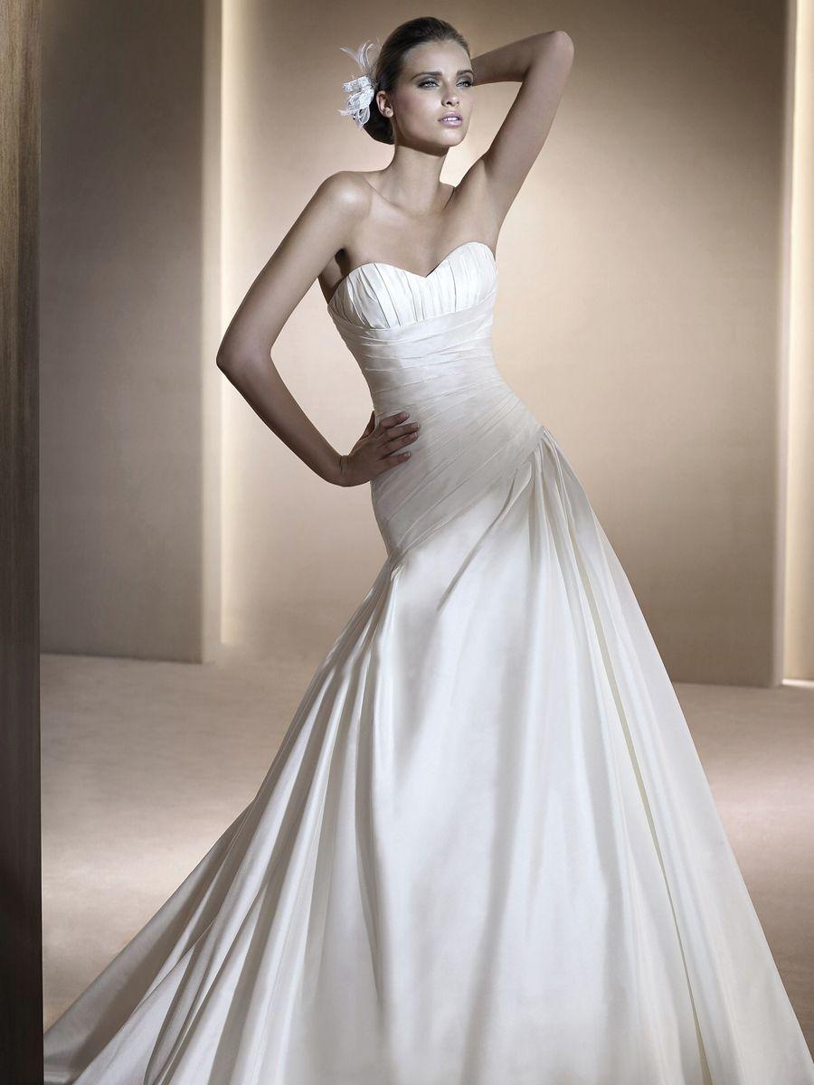 Fiorela style wedding dress with strapless sweetheart neckline