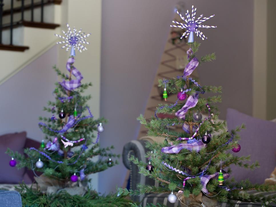 Dolly Parton Kenny Chesney The Zac Brown Band Leann Rimes And Reba Mc Mini Christmas Tree Decorations Christmas Tree Decorations Diy Country Christmas Trees