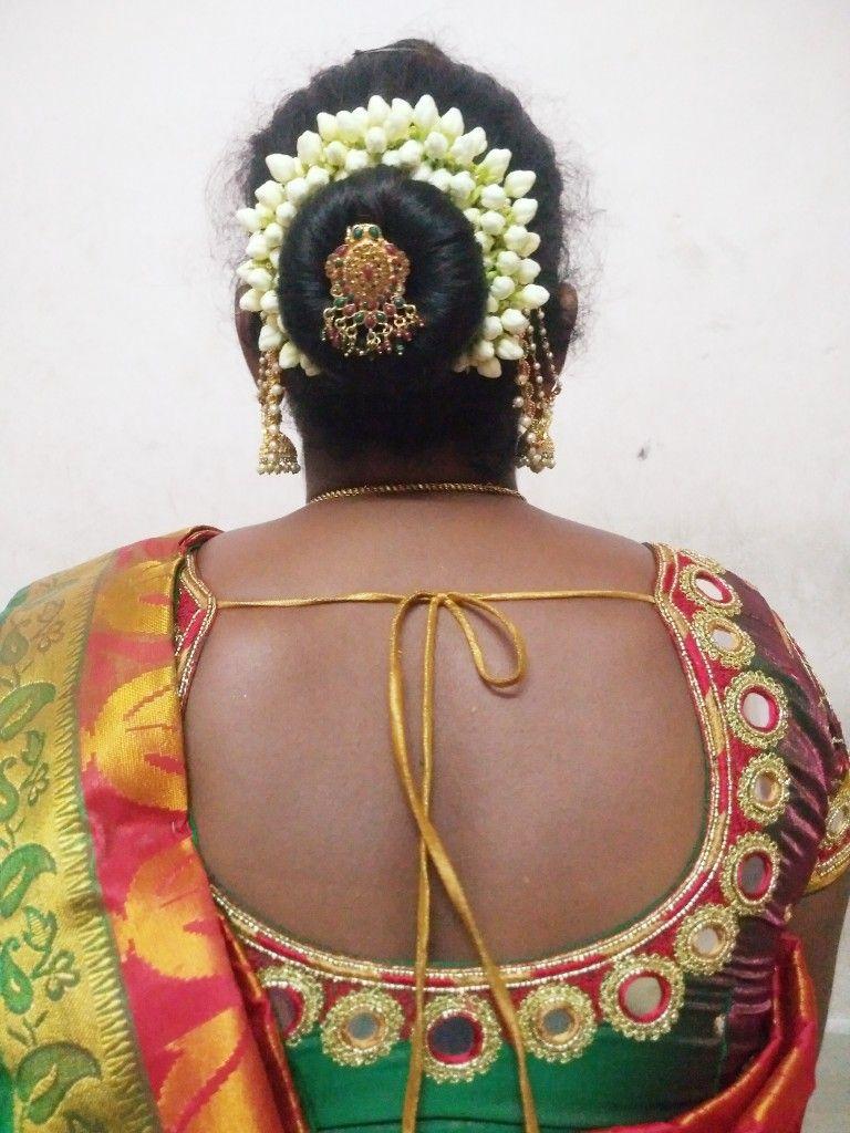 Pin By Shyam Kumar Chintamakula On Simple Koppu Style Bridal Hair Buns Indian Wedding Hairstyles Big Bun Hair