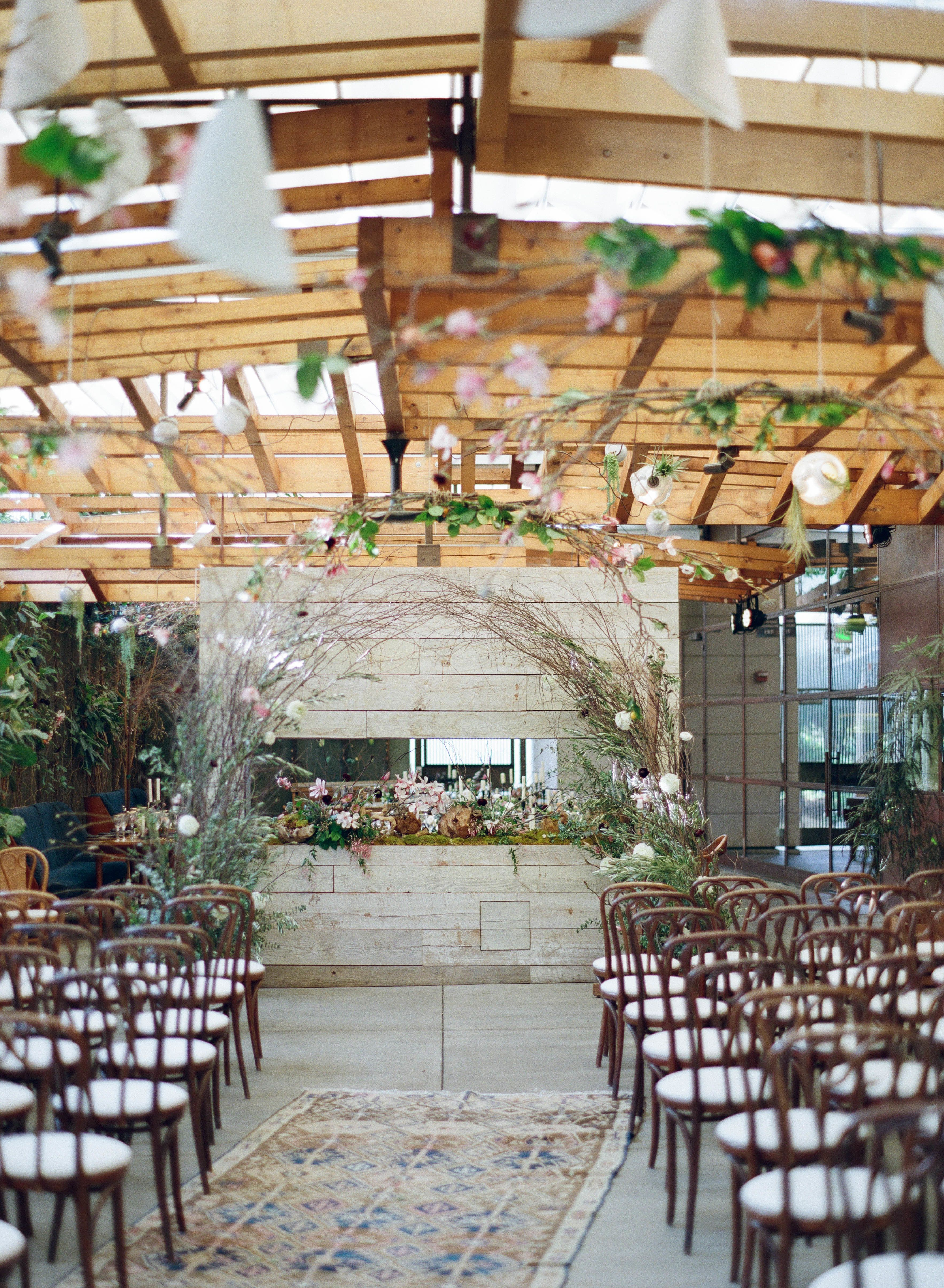 They Swiped Right On Tinder And Knew It Was Forever Modern La Wedding Mid Century Modern Wedding Modern Wedding Ceremony