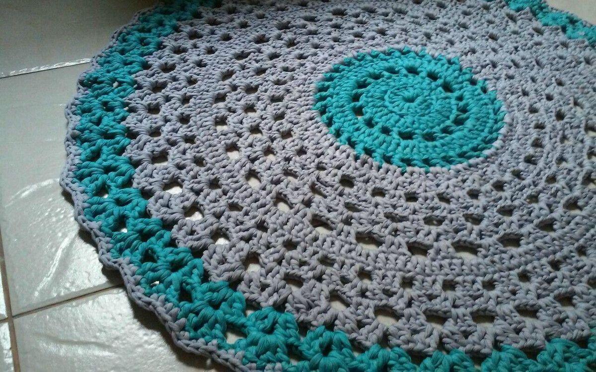 Tapete de crochê feito de fio de malha 100% manual ,medindo 80cm de diâmetro ,feitos nas cores e medidas q preferir .