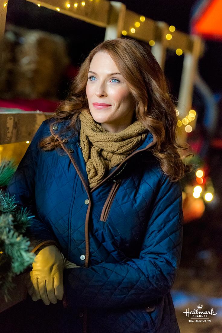 Hallmark Christmas Getaway Cast.Christmas Getaway Bridget Regan Stars As Worldly Travel