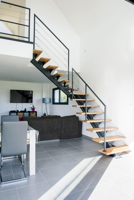 escalier droit gain de place fashion designs. Black Bedroom Furniture Sets. Home Design Ideas