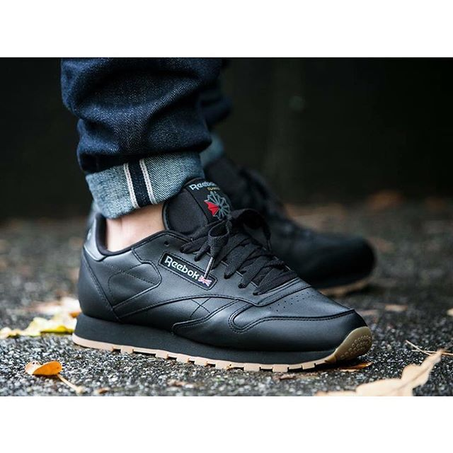 Reebok Classic Leather Trainers in Black & Gum 49800
