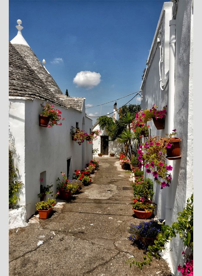 20-beautiful-pictures-of-italian-streets-Trulli-Alberobello-Bari