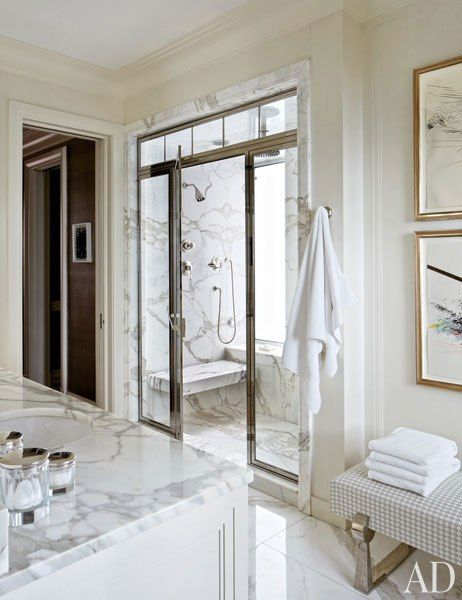 Michael s smith revamps an airy duplex on chicago s gold for Bathroom ideas gold coast