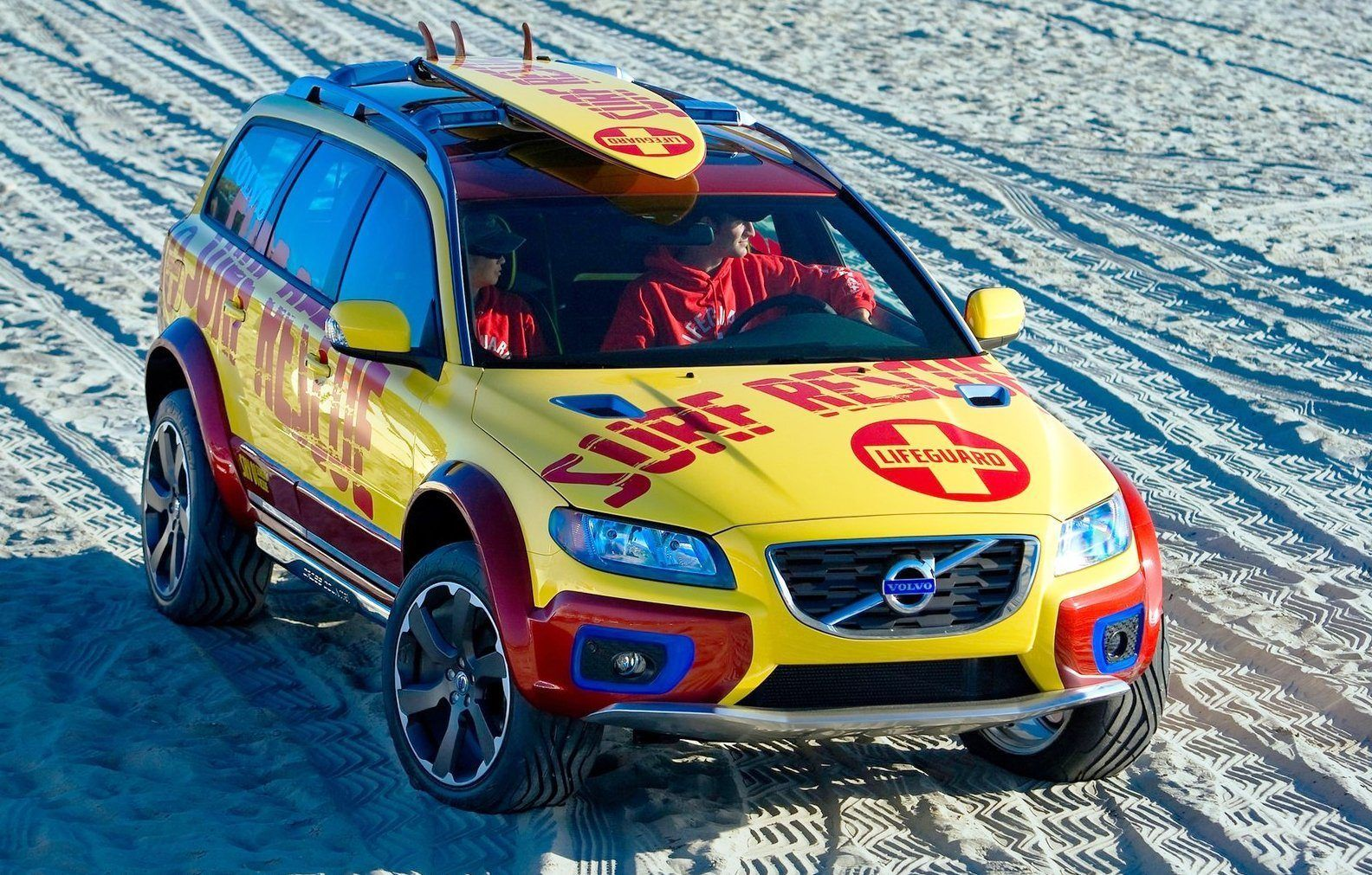 Concept flashback 2005 volvo xc70 all terrain and 2007 xc70 surf rescue are california dreams