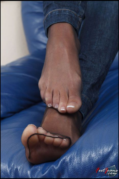 Sexy toes in pantyhose