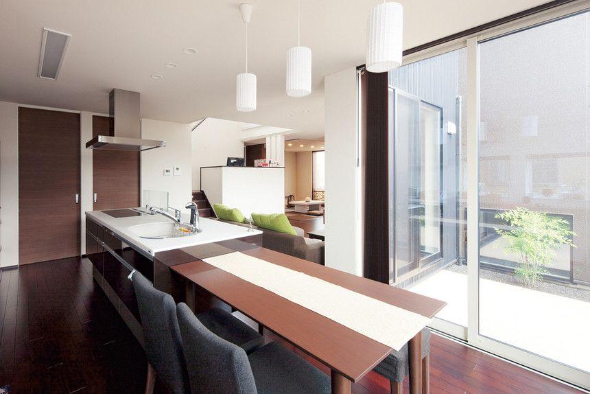 アイランドキッチンとダイニングテーブルを直線的に並べたdk リビングを含めてl字型のレイアウト リビングダイニング L字 リビング リビング L字