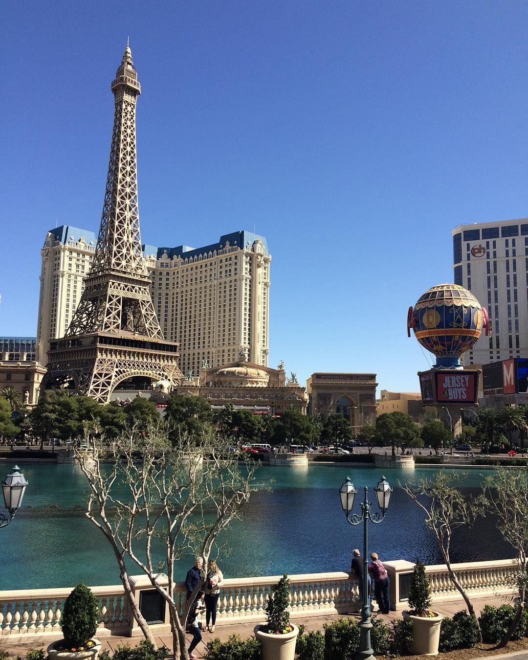 Torre Eifel en Las Vegas Lago artificial del Hotel Ceasar Palace. #LasVegas #ceasarpalace #torreeiffel #viajando #viajes #viajar #estadosunidos #eeuu #usa #travel #travelblogger #travelbloggers #travelphotography #intatravel #iphonephotography #iphoto by samantaxelmundo