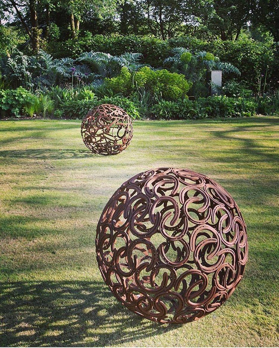 Beautiful Horseshoe Garden Spheres Exteriordesign Horseshoe