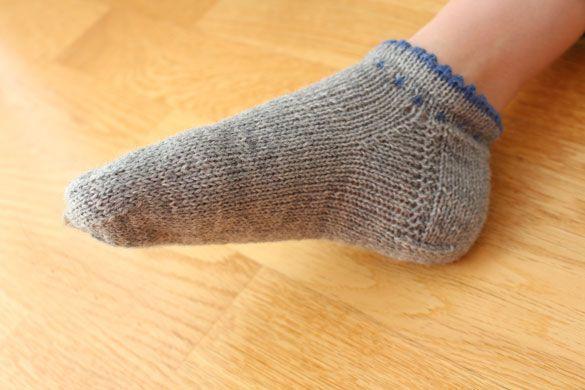 socken-loferl   Strick   Pinterest   Trachten, Socken stricken und ...