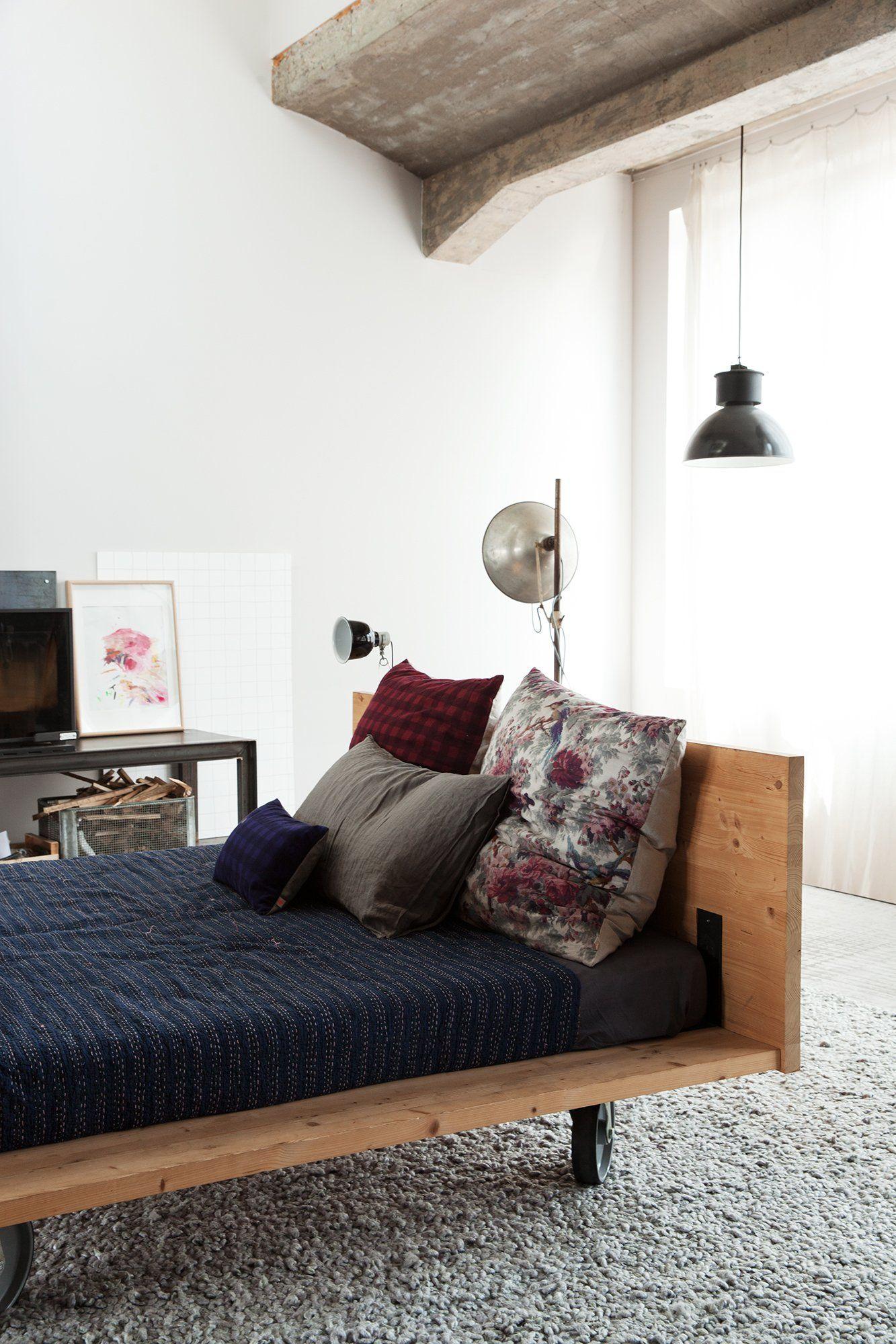 Anne Hubert Et Jeff Louise 19 Ans Violette 7 Ans Design Interieur Vintage Chaise Longue Diy Et Decoration Salon