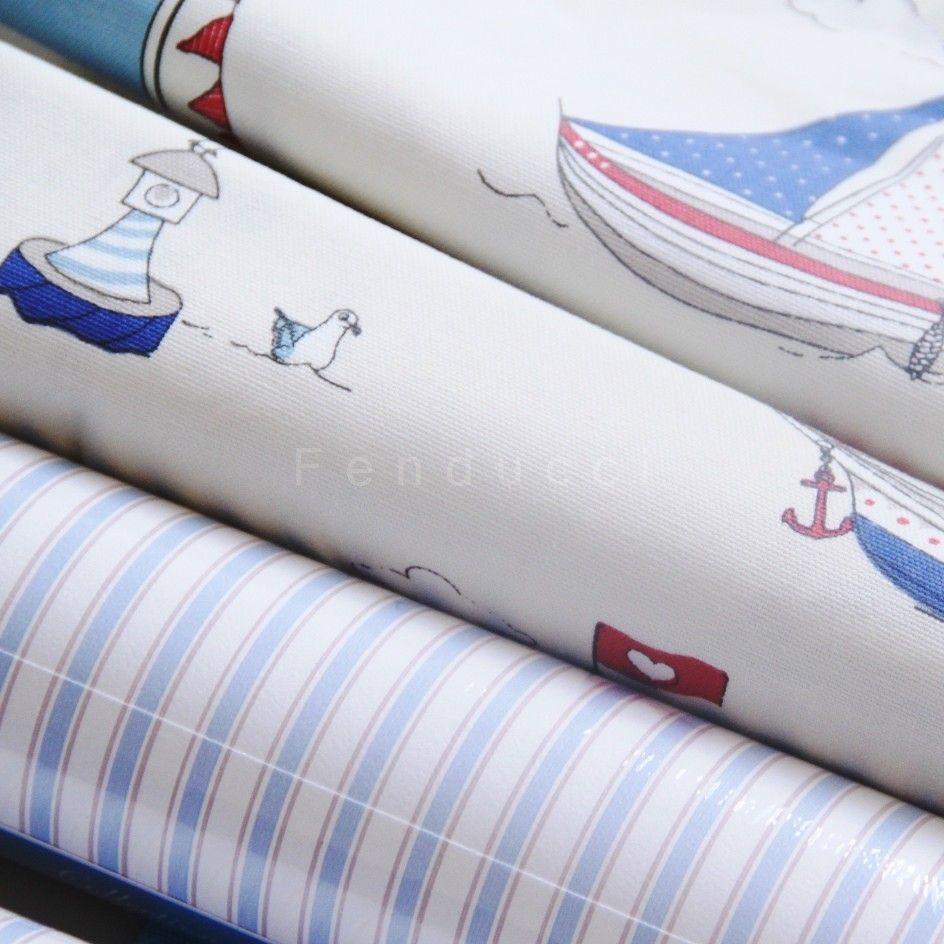 papier peint rayures doubles de chez jacadi et tissu petit bateaux ambiances maritimes. Black Bedroom Furniture Sets. Home Design Ideas