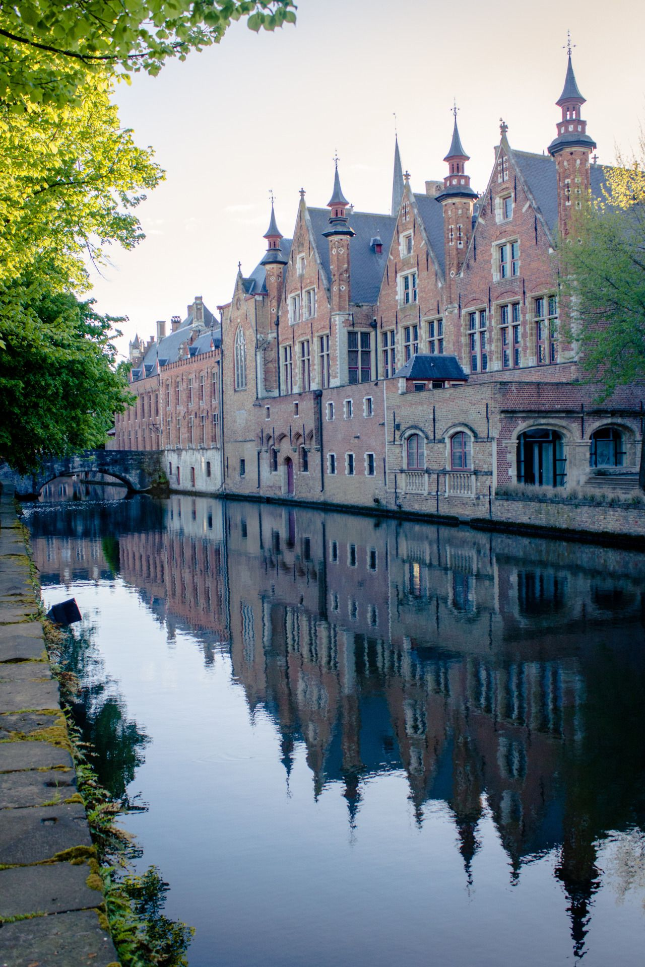Brugge, Belgium. / Photo: Evelyn Lee / bthegeographyofmoments: a stroll, by vinylmemories on flickr