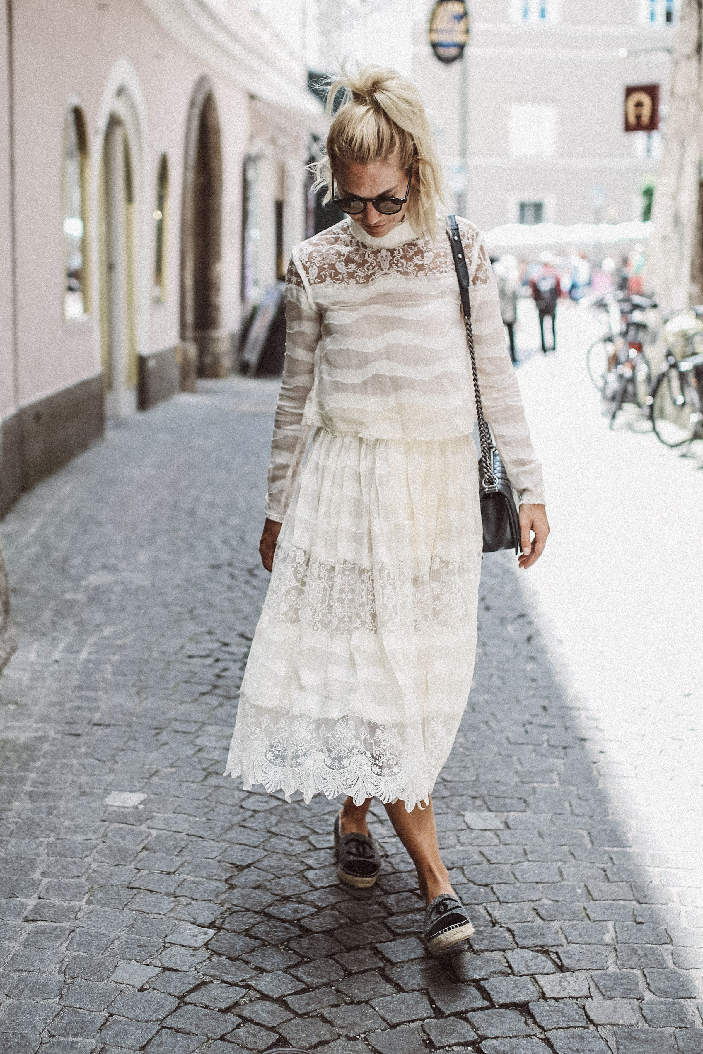 LACE Lover #lace #lacelover #hm #hmstudio #hmconscious #chanel #chanelboy #dress #sightseeing #bloggerfashion #blogpost #austrianblogger #streestyle