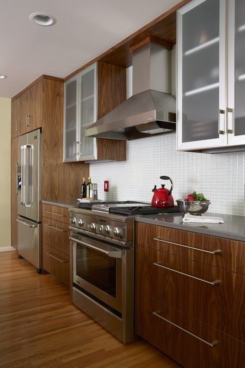 Nice Trim Above The Vent And On The Sides Of The Aluminum Uppers Kitchen Cabinetry Design Kitchen Cabinet Interior Kitchen Design Small