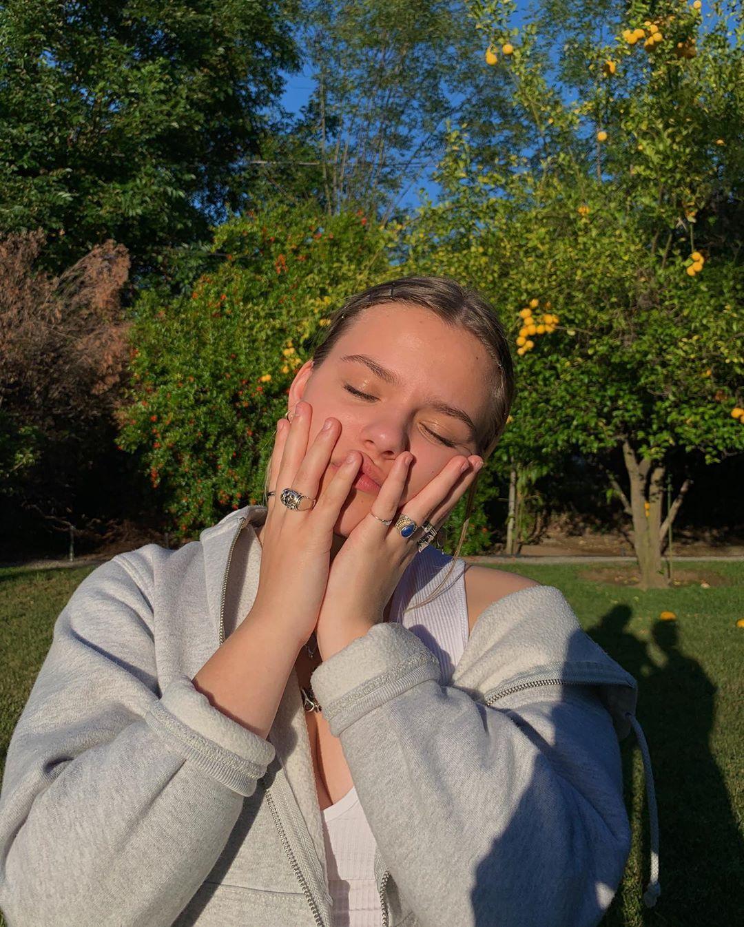 "Maisy(Z) on Instagram: ""🧷""   Poses fotográficas ..."