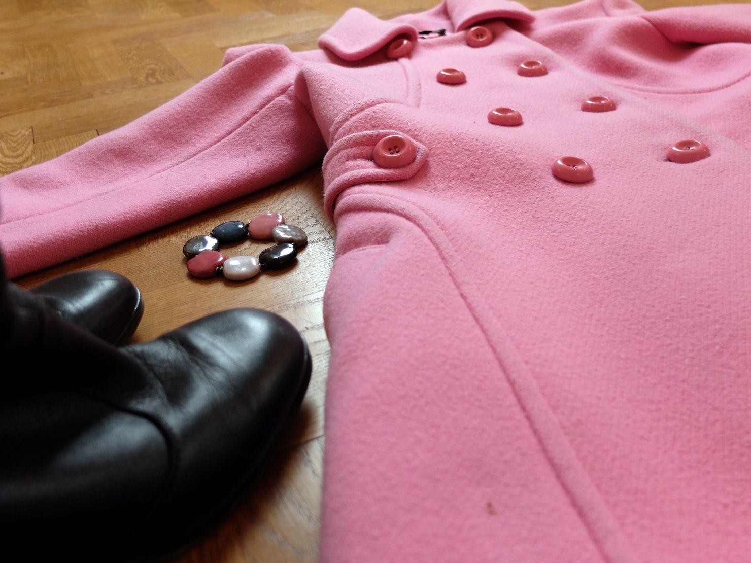 Rosa kappan, Pink Coat