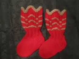 Punaiset, puna/vihreät tai puna/harmaat (vaikka raidallisetkin) joulunoloiset villasukat olisi ihanat <3  koko 41