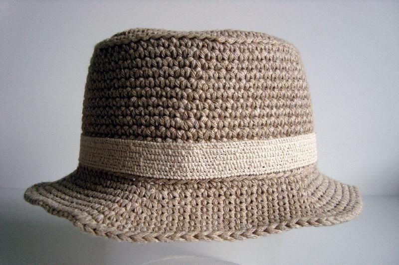 0511e8f15ed Crochet Banded Bucket Hat - Tutorial. Free. This is described as a child s  hat. Cute. Cute for an adult