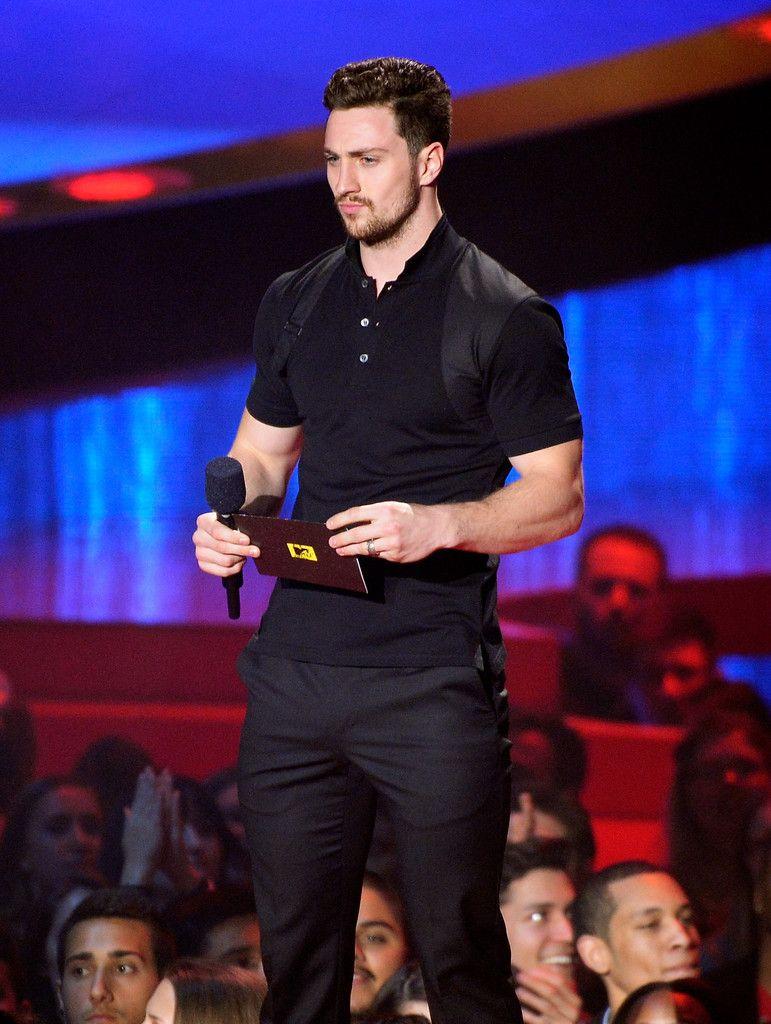 aaron taylor johnson Aaron Taylor Johnson Wears Alexander McQueen to MTV Movie Awards