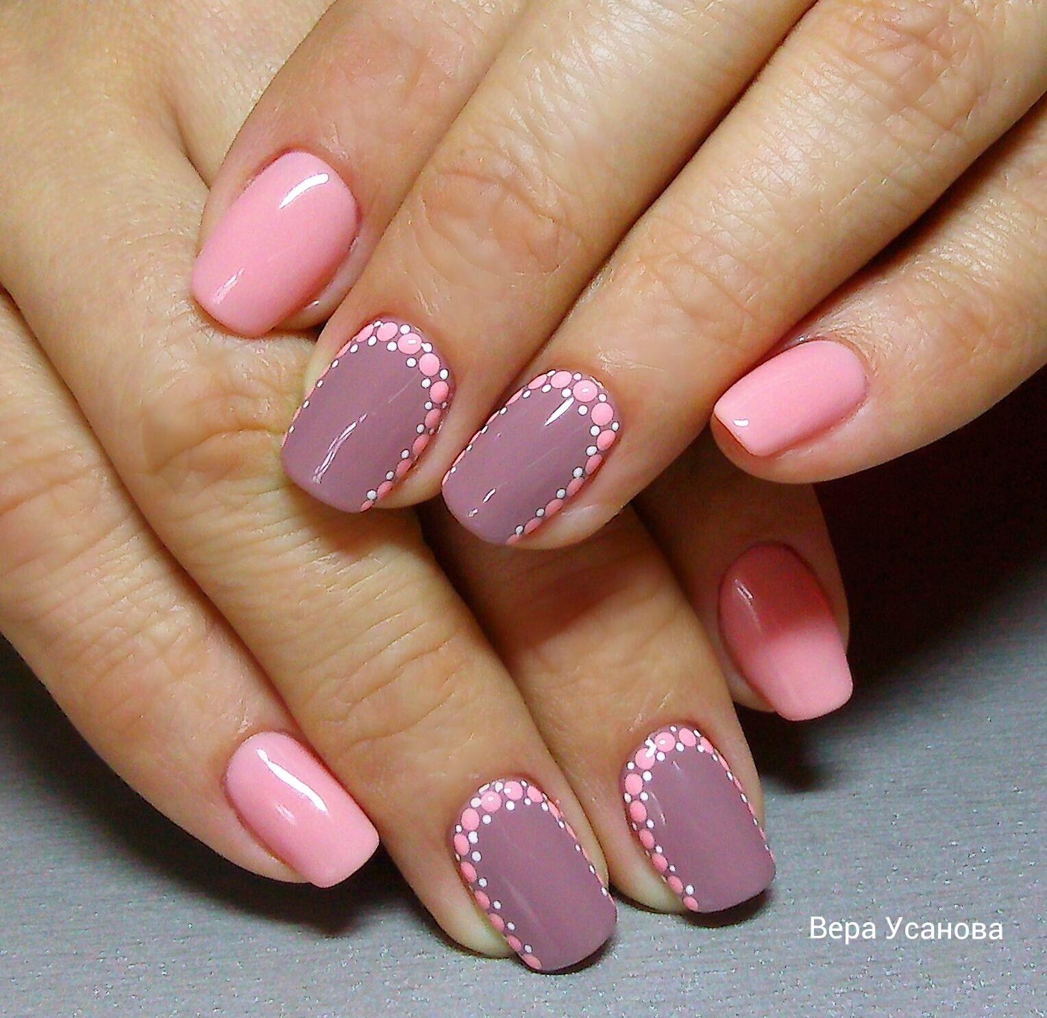 Педикюр серый с розовым фото