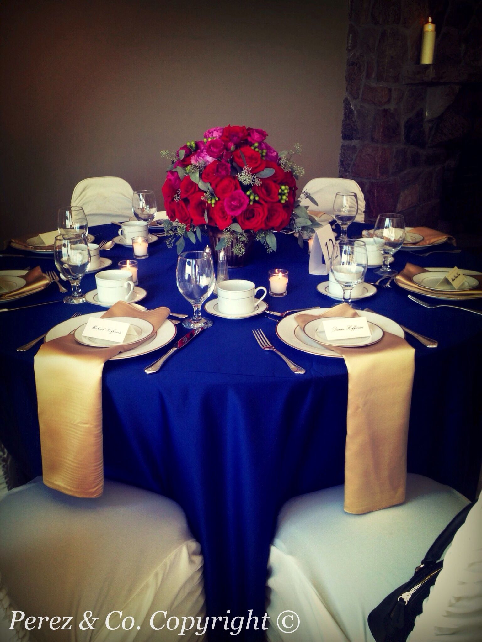 Red Rose And Pink Garden Rose Centrepieces On Navy Blue Silk Table Cloth  And Gold Napkins